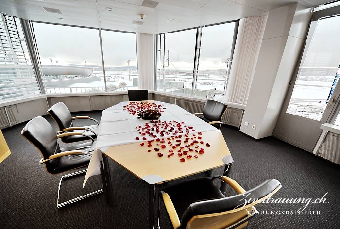 ceremony room with a view onto the planes
